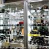 店内に展示してあるカメラやレンズは、委託販売品です。店頭では会員以外の方もご購入になれます。