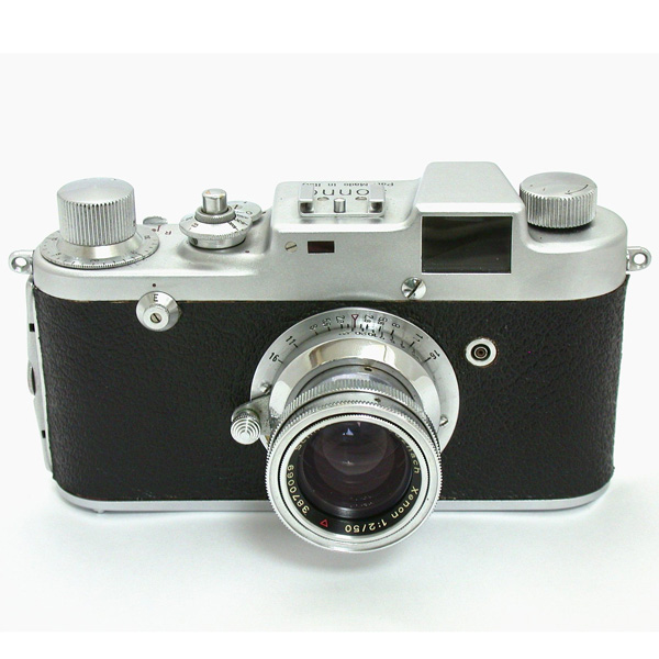 クセノン50mmF2レンズ付きのゾンネC4型。大きな一眼式ファインダーの対物レンズが目を引く